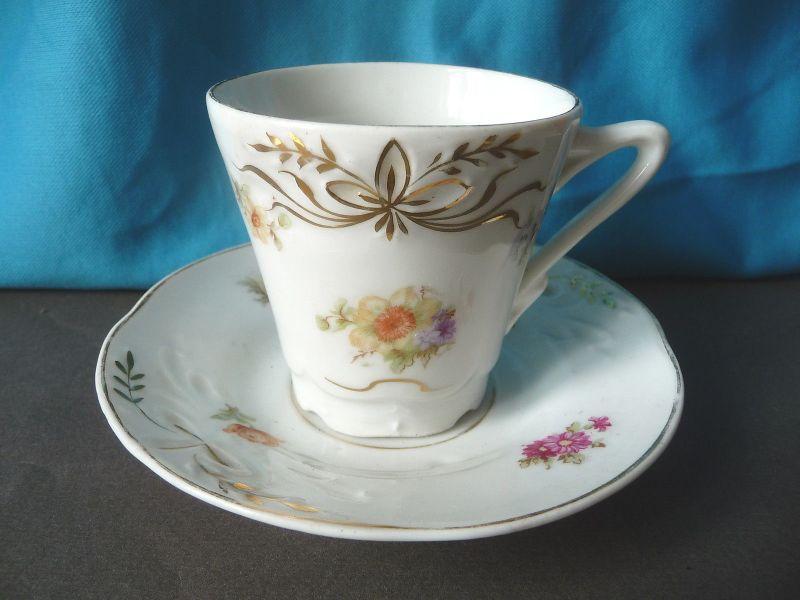 Alte Kaffeetasse Sammeltasse Blumendekor Porzellan markenlos (I)