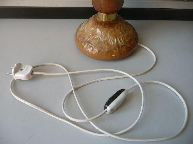 Petroleumlampe mit Keramikfuß elektrifiziert 3