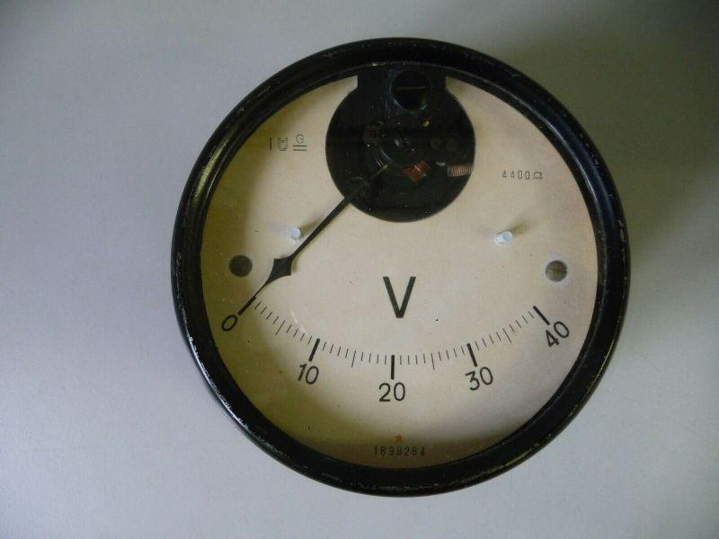 Altes Einbauinstrument Meßgerät Voltmeter Wehrmacht?