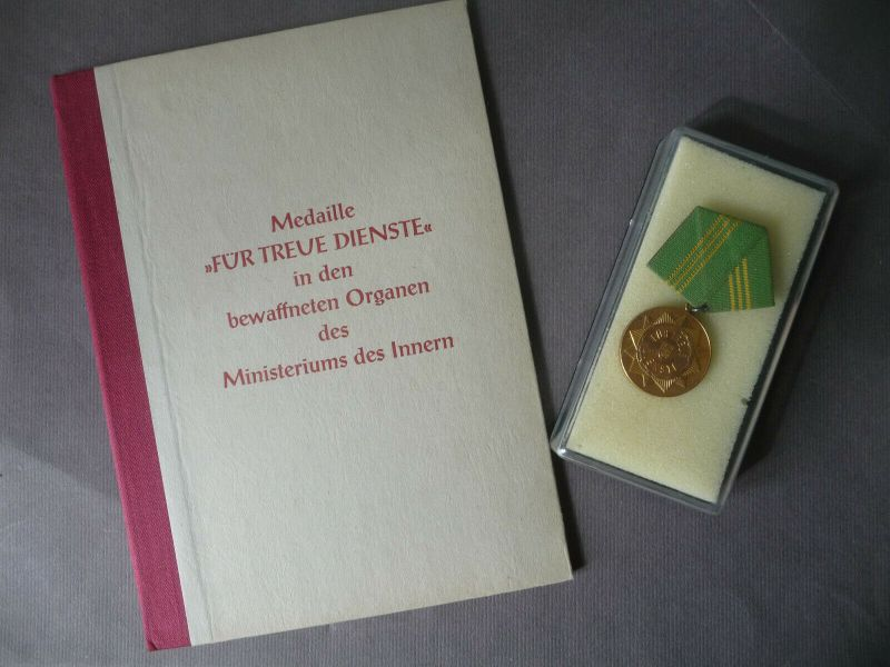 Auszeichnung Medaille und Urkunde