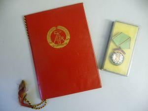 Auszeichnung Medaille und Urkunde Ehrenzeichen der Volkspolizei 1983