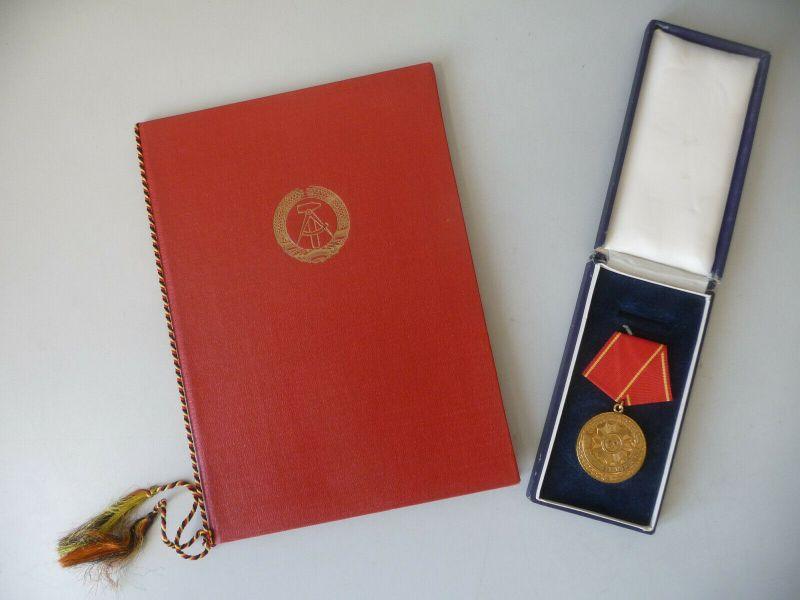 Auszeichnung Medaille und Urkunde Volkspolizei 20 Jahre Treue Dienste