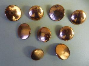 Konvolut 9 alte Knöpfe für Uniform bronzefarben