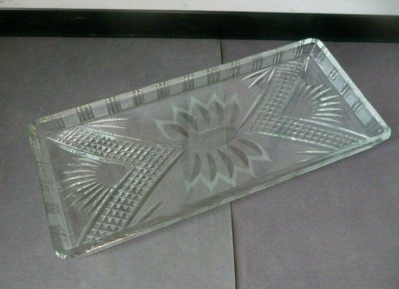 Tablett aus Kristallglas Schliffdekor (I)