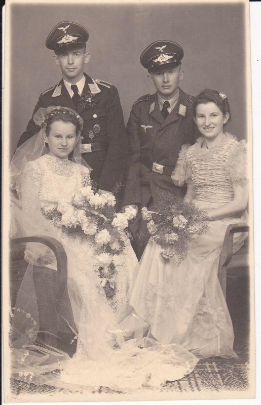 Orig. Foto Doppelhochzeit Brautpaare Soldaten Flieger Luftwaffe Uniform 1942