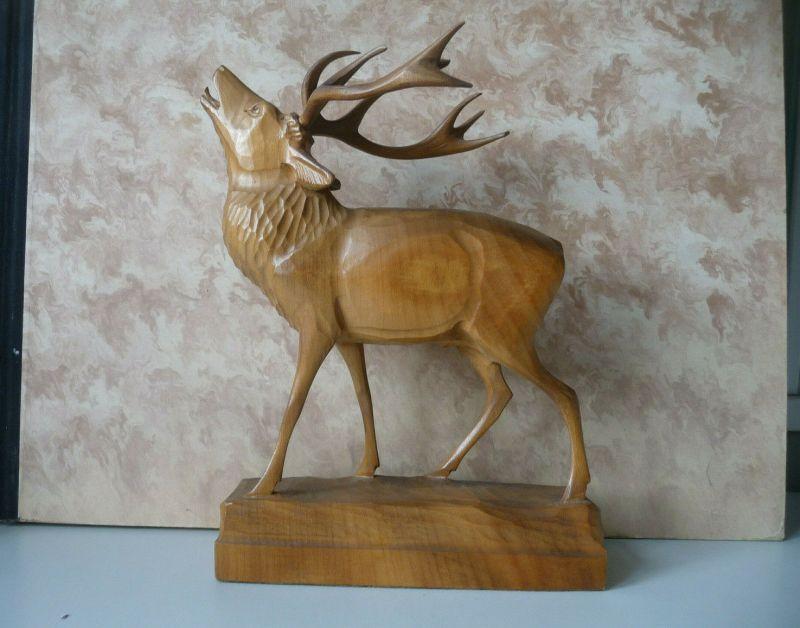 Holzfigur Schnitzarbeit Röhrender Hirsch 24 cm