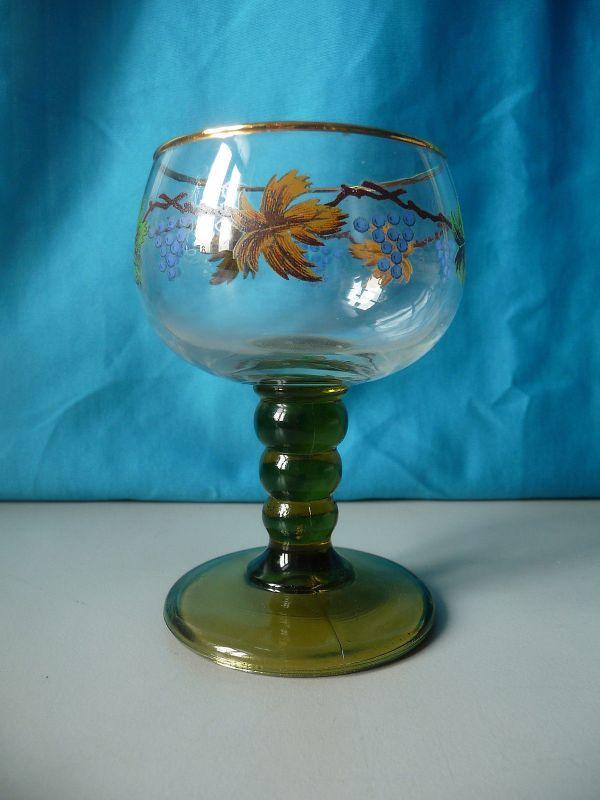 Weinglas Römer mit Weinlaub-Dekor grüner Fuß