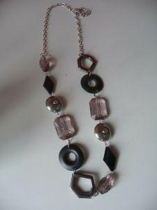 Modeschmuck Halskette mit großen Schmuckgliedern Glas Metall Kunststoff
