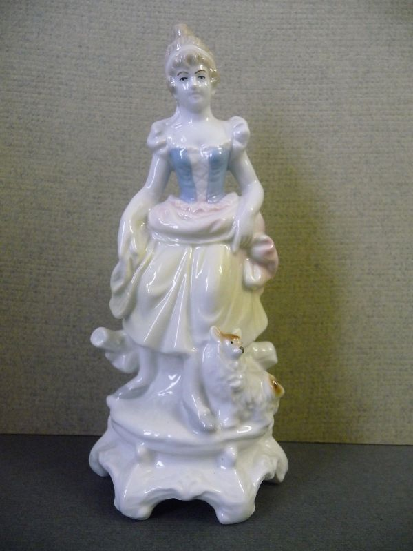 Porzellanfigur Dame mit Hündchen / Wagner & Apel GDR