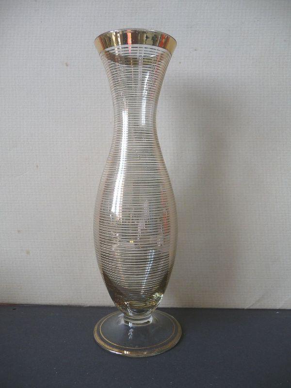 Schöne gestreifte Vase aus Glas DDR-Design