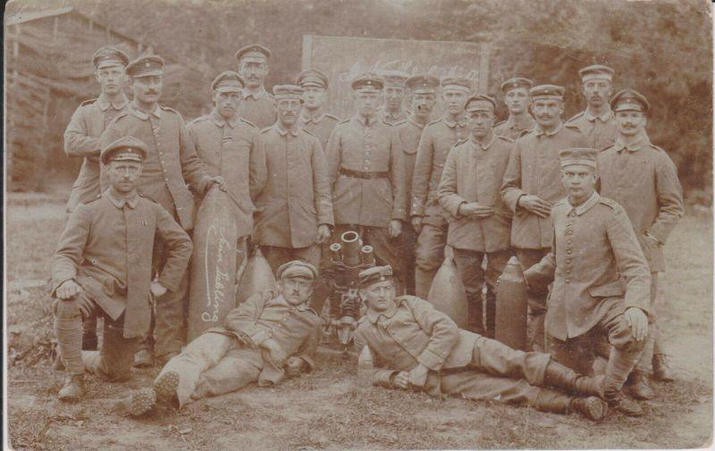 Orig. Foto Soldaten Gruppenbild mit Granate Granatwerfer Wasigny WKI 1917