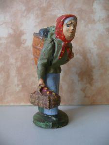 Massefigur Person Frau mit Kiepe Marktfrau Hexe Lineol