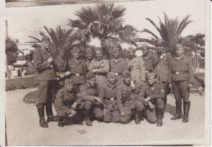 Orig. Foto-Postkarte Gruppenbild Soldaten unter Palmen Mittelmeer WK I 1941