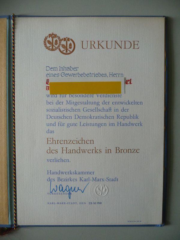 Urkunde in Mappe DDR PGH Ehrenzeichen Handwerk Bronze 1981 1