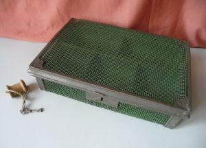 Alte Geldkassette Kassa aus Metall Gitter mit Einsatz Schlüssel