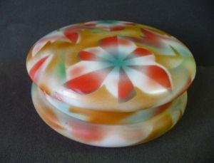 Deckeldose aus Glas mit Spritzdekor Blumenmuster Art Déco