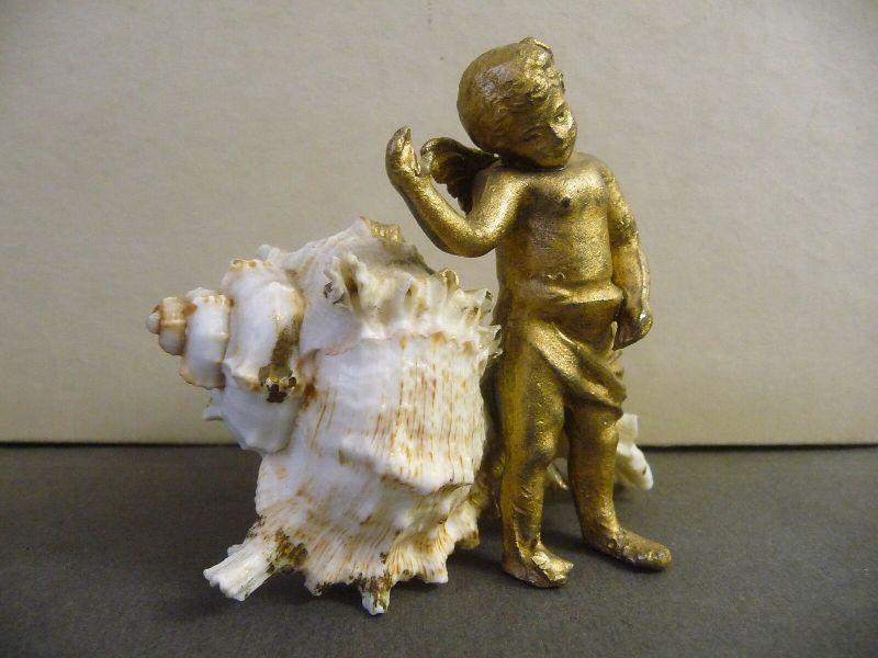 Kleine Tischdeko Figur Engel mit Schneckenschale