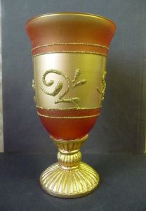 Schönes Deko-Glas Pokalform Goldfarbe
