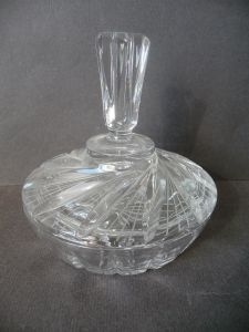 Glasdose flach rund mit hohem Knauf