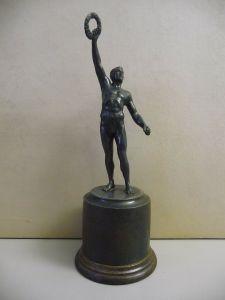 Pokal mit Statuette / Wanderfahren 1926 R.C. Plauen Vogtland