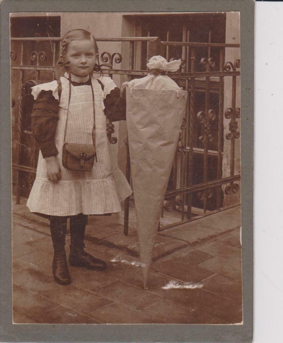 Original-Foto Kabinettkarte CDV Mädchen Lieschen mit Zuckertüte Schulanfang 1912