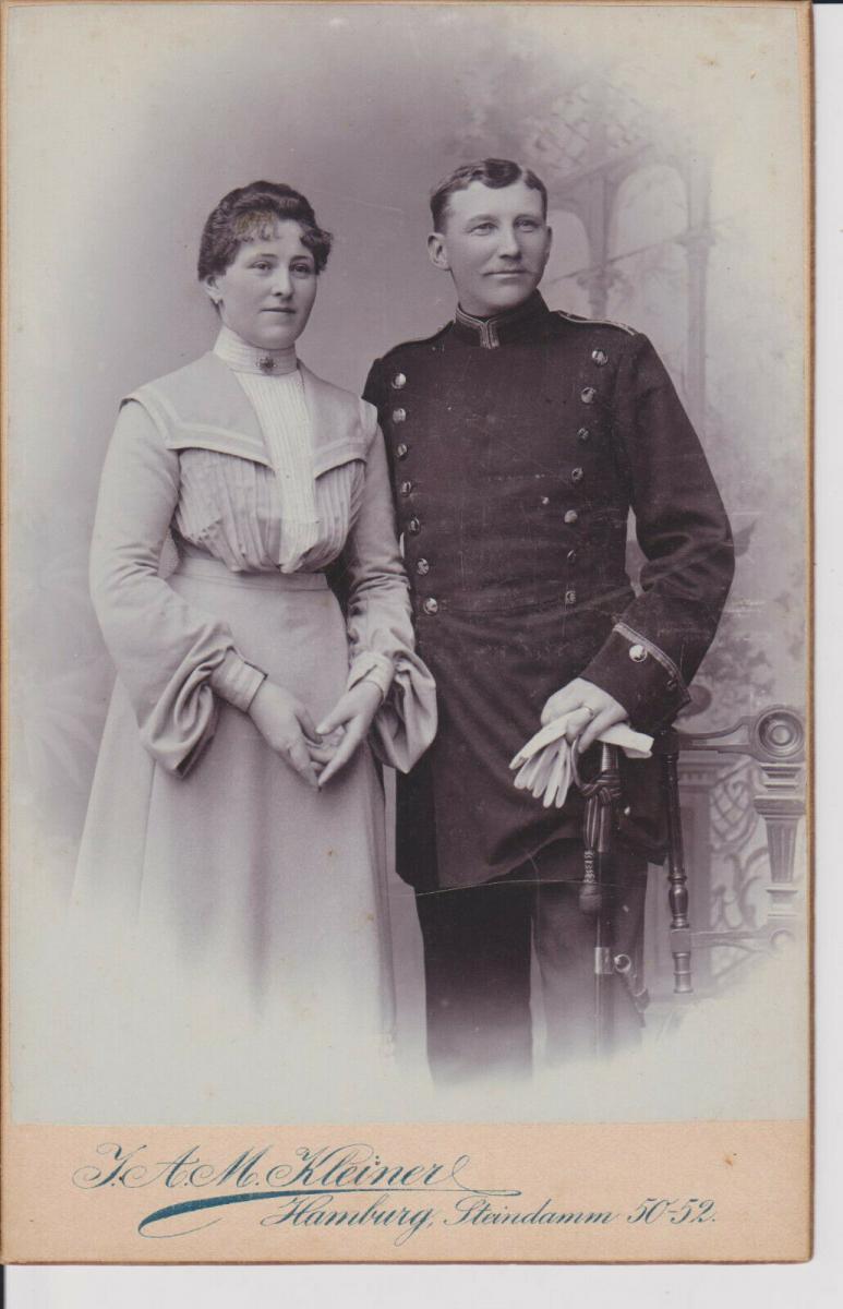 Orig. Foto Kabinettkarte CDV Ehepaar Soldat mit Frau Doppelporträt Hamburg