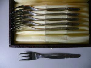 6 x Kuchengabel im Besteckkasten / ABS Rostfrei