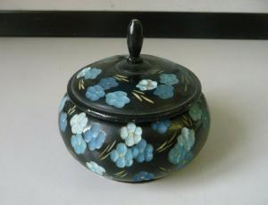 Holzdose schwarz mit blaues Blumenmuster