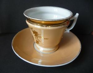 Antike Tasse + Untertasse pfirsichfarben Goldrand Blumendekor
