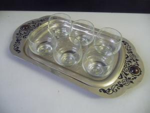 Serviertablett mit sechs Likörgläsern Trinkset Tablett