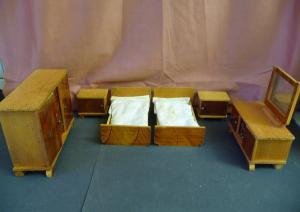 Schlafzimmer 6 Möbel Betten Schrank Spiegelkommode für die Puppenstube