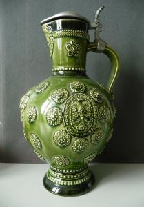 Prachtvoller Keramikkrug grün mit Zinndeckel