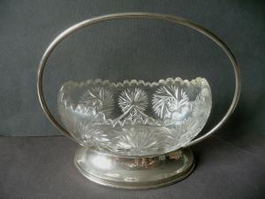 Dekorative Glasschale mit Metallgestell