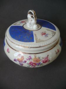 Deckeldose Bonbonniere Blumendekor weiß-blau / Schirnding Porzellan