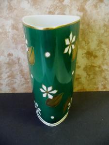 Große grüne Vase dreieckig / Lichte Porzellan Geiersthal Malerei