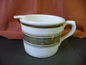 Kleiner Krug Tasse mit Ausguss Landhausstil