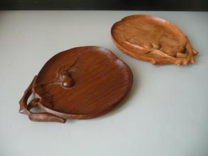 Zwei kleine Obstteller Zierteller Kirschen geschnitzt