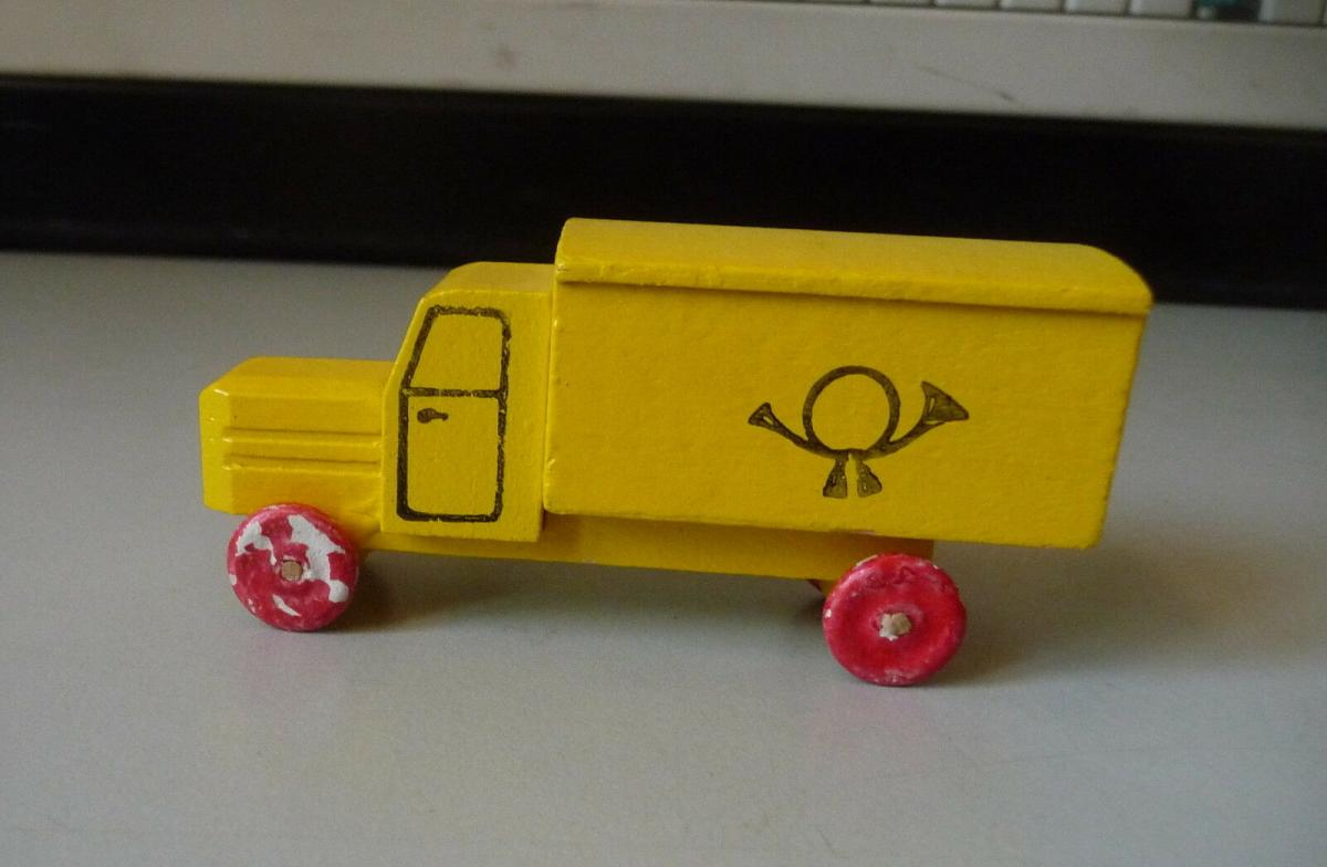 Spielzeugauto Post-Fahrzeug Lastauto / Holzspielzeug Erzgebirge 0