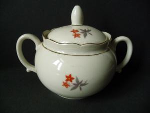 Dose Zuckerdose Deckeldose Blumendekor Elfenbeinfarbe / Bareuther Porzellan