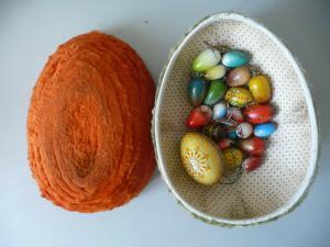 Konvolut 20 Deko-Ostereier aus Holz in Candybox