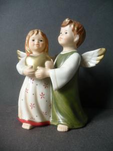 Figur Zwei Engel mit Herz / Goebel Porzellan