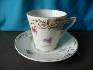 Alte Kaffeetasse Sammeltasse Blumendekor Porzellan markenlos (II)