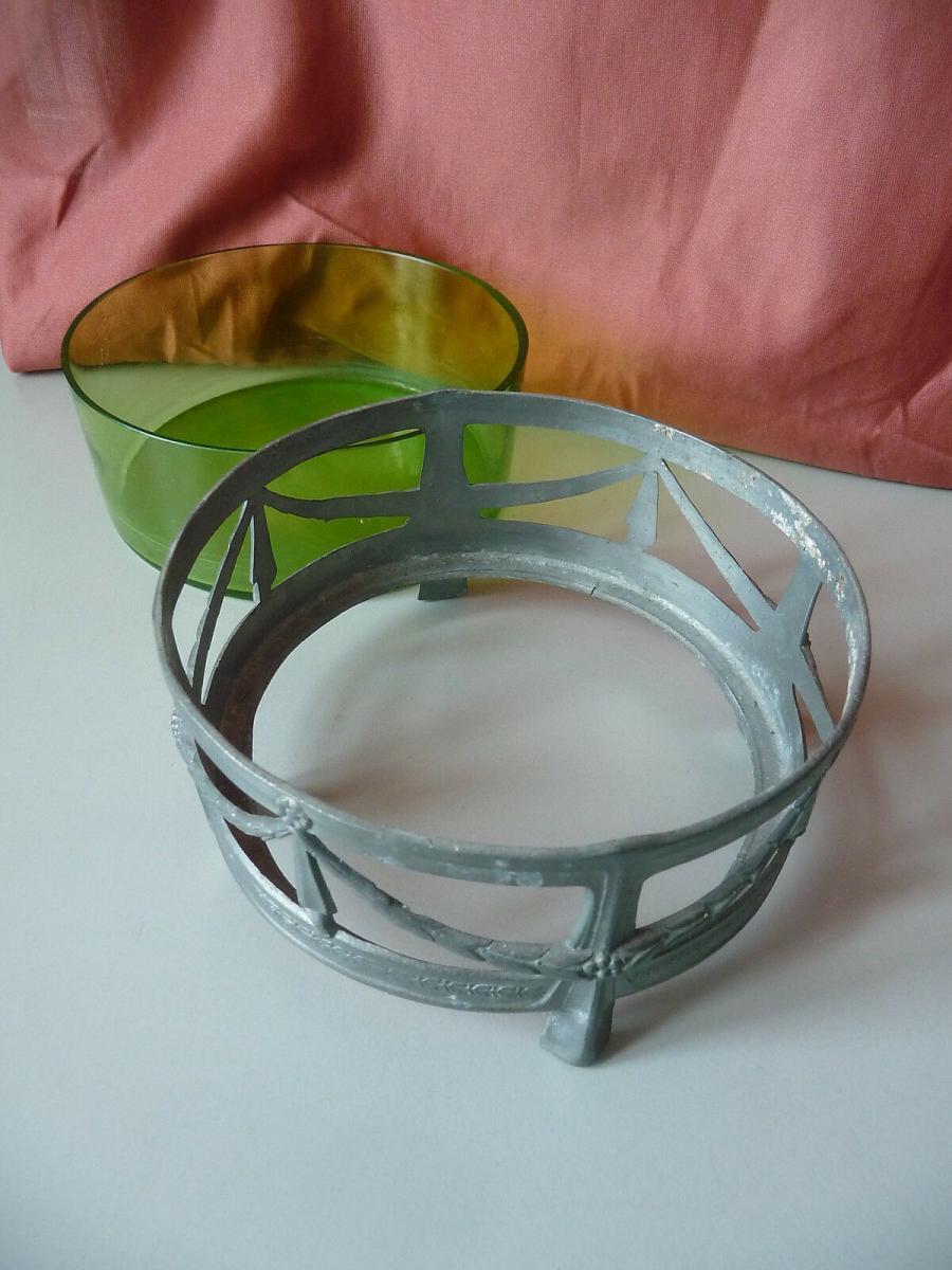 Kleine runde Schale mit Glaseinsatz grün / Jugendstil Girlanden 2