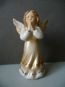 Kleine Porzellanfigur Engel betend 9 cm