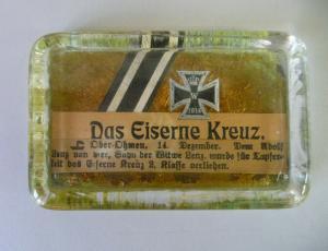 Briefbeschwerer Aschenbecher Zeitungsanzeige Verleihung Eisernes Kreuz WKI (2)