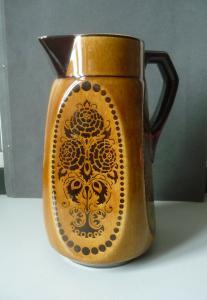 Braune Kanne Keramik mit Blumendekor DDR-Design