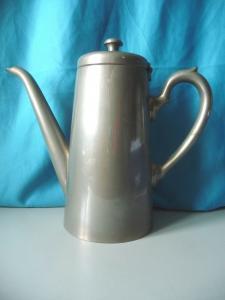 Metallkanne Kaffeekanne mit Marke G.A.