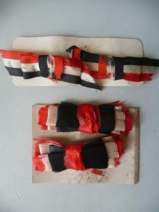 4 Schleifen Abzeichen Schwarz-Weiß-Rot