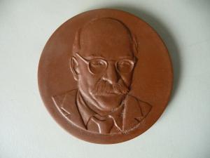 Medaille Hermann Duncker Gotha / Böttgersteinzeug Meißen