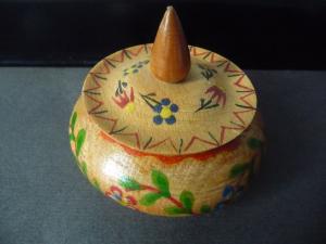 Kleine runde Holzdose handbemalt Erzgebirge?